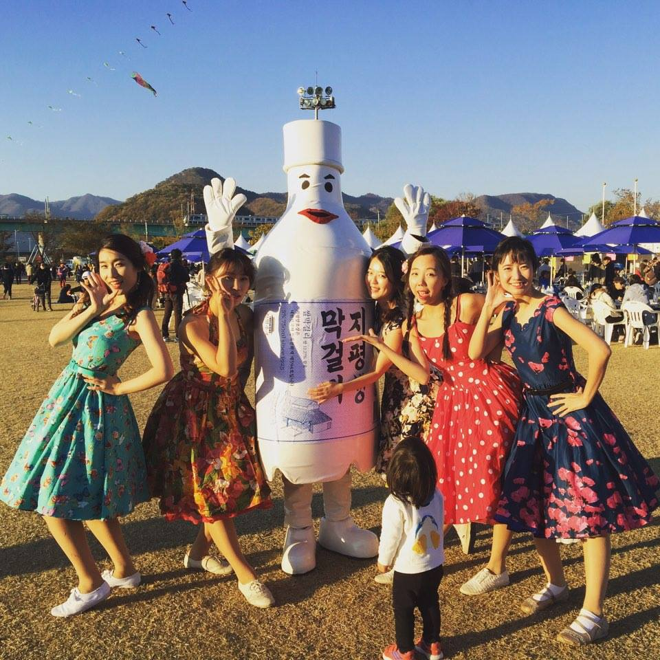 Jipyeong with Fifties Girls